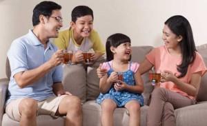 minum teh bersama keluarga