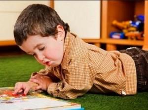 anak kecil belajar
