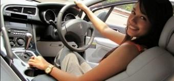 Tips Mengemudi Mobil Matic bagi Pengendara Wanita