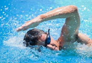 berenang siang hari