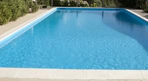 kolam renang bersih