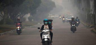 Tips Aman Saat Mengendarai Motor di Tengah Kabut Asap
