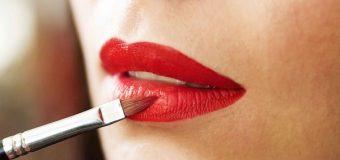 Pertimbangkan Hal Ini Sebelum Membeli Lipstik!