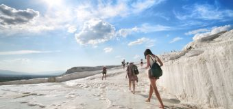 Solo Traveling atau Wisata Bersama Teman dan Keluarga, Mana yang Lebih Seru?