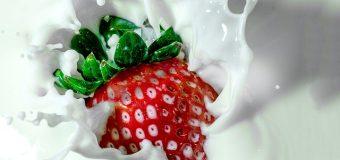 Korean Strawberry Milk Ala Café yang Bisa Dibuat di Rumah