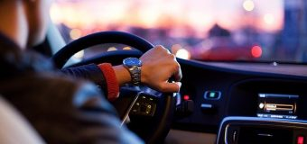Tips Agar Lebih Percaya Diri Saat Belajar Mengemudi Mobil Manual