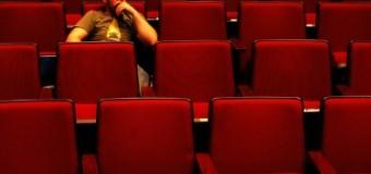 Nonton Film Sendirian? Kenapa Gak