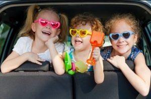 perjalanan jauh anak dengan mobil