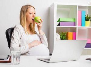 ibu hamil makan apel