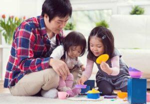 main bersama anak
