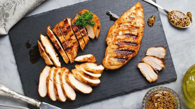 Makan Makanan Tinggi Protein
